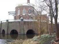 Back of Cruquiusmuseum, showing the beams of the pumping engine and the 9 meter drop in water level from the Spaarne river